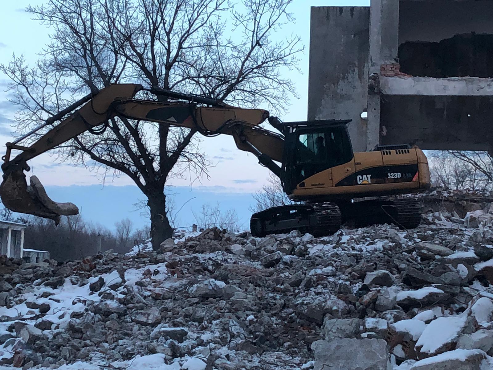 excavator CATerpillar 323 fabricaţie 2007 şi greutate 25 tone