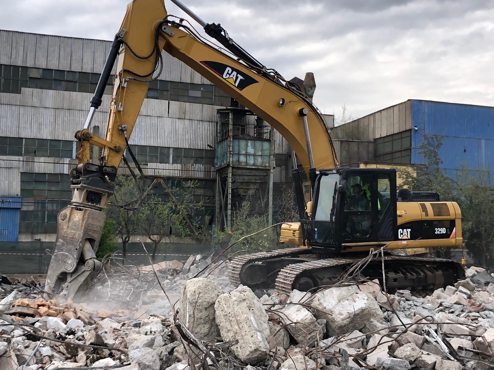 excavator CATerpillar 329 fabricaţie 2010 şi greutate 33 tone